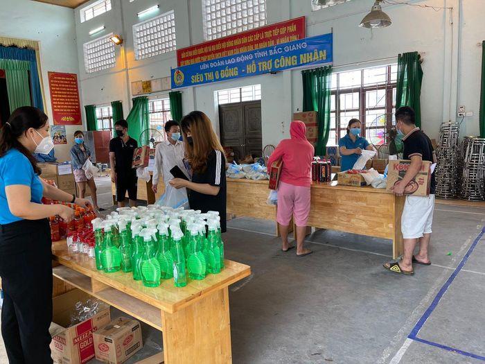 """Liên đoàn lao động tỉnh Bắc Giang lập """"siêu thị 0 đồng"""" hỗ trợ công nhân trong mùa dịch. Ảnh: LĐLĐ Bắc Giang."""
